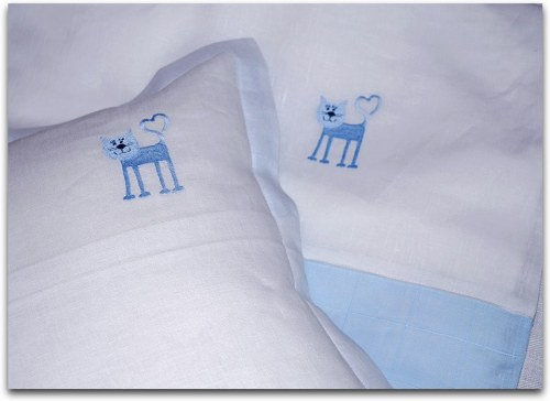 4_kitty_motif_linen_bedding1